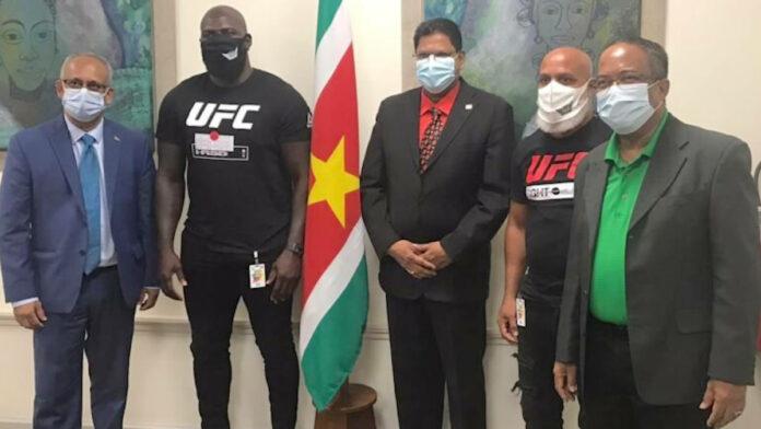 Jairzinho 'Bigi Boi' Rozenstruik op bezoek bij kabinet president