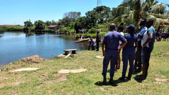 Lichaam geborgen van jongeman (19) die in Cotticarivier verdronk