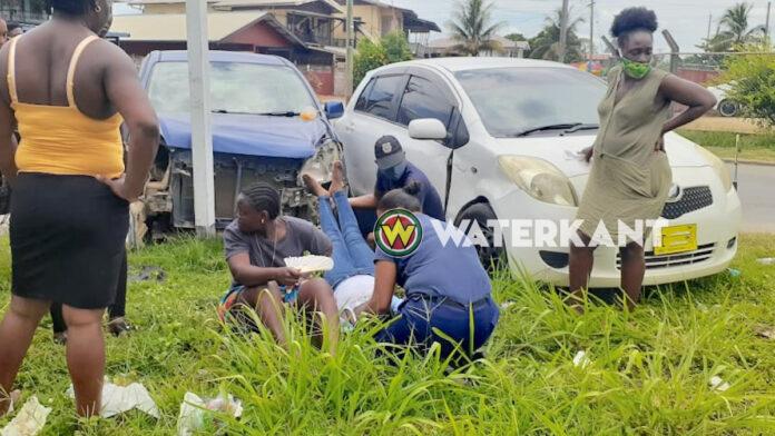 Automobilist verleent geen voorrang; passagier raakt gewond