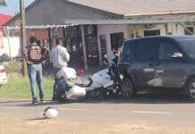 Automobilist zonder rijbewijs rijdt motoragent aan
