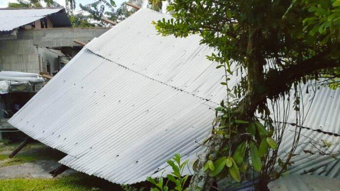 Dak woning Libanonweg weggerukt na onweersbui