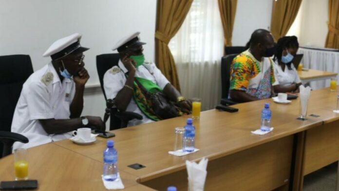 Delegatie Saramaccaanse stam brengt bezoek aan Bureau Eenheid