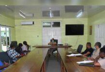Districtscommissaris ontvangt bestuur woongemeenschap Creola