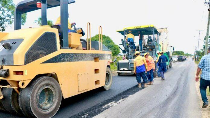 Herstelwerkzaamheden mr. P. Chandishawweg in volle gang