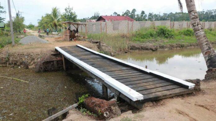 Loopbrug Abdoelrahmanweg binnen 1 dag gebouwd