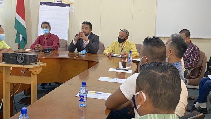 BiZa roept ambtenaren met onduidelijke status op zich te registreren