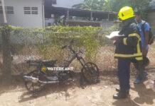 Bromfiets vliegt in brand tijdens het rijden