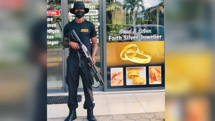 Juwelierszaak plaatst gewapende beveiligers bij ingang na roof