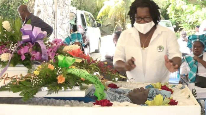 VIDEO: Uitvaartdienst en begrafenis van Jerrel Vierklau
