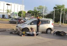 Militair op bromfiets zwaargewond na aanrijding door automobiliste
