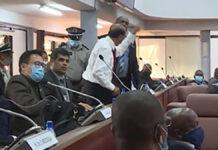 VIDEO: Boze NDP parlementariër Parmessar door politie uit DNA zaal gezet