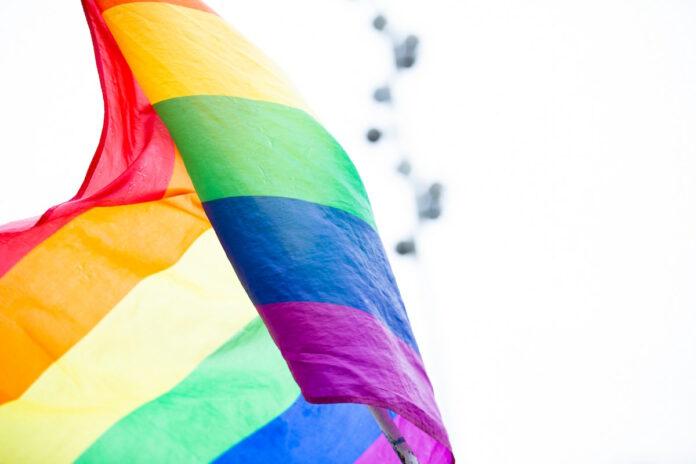 Pride vlag bij PALU centrum voor de tweede keer verbrand