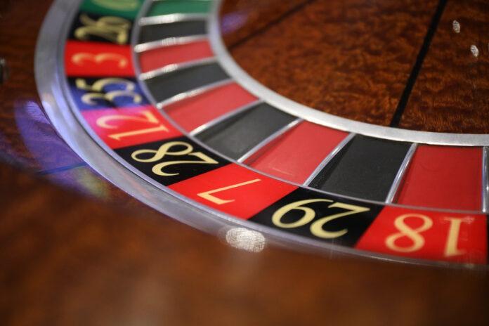 Boze gokker pakt geld uit kassa na ruzie over winnen spel