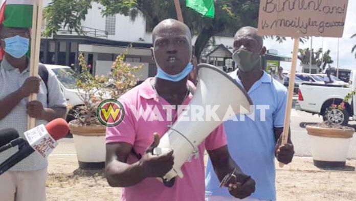VIDEO: Sibrano Pique gaat weer demonstreren