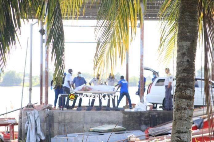 Visser dood aangetroffen in boot bij steiger