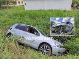 Auto in goot door aanrijding na inhaalmanoeuvre