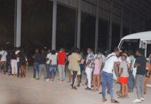 Politie Suriname houdt 48 lockdown overtreders aan
