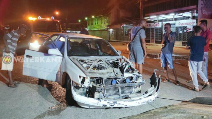 Autobestuurder zwaargewond na aanrijding met sleepwagen