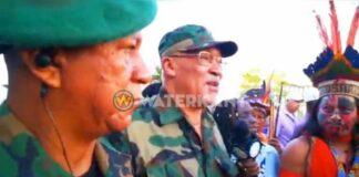 Bouterse in militair kostuum naar krijgsraad suriname