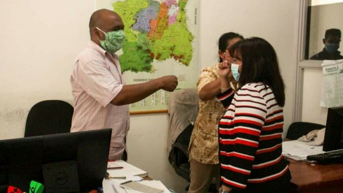 Minister Kuldipsingh hoort uitdagingen Coronie en Nickerie aan