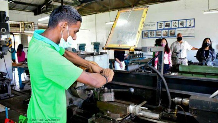Stichting Arbeidsmobilisatie en Ontwikkeling moet zelfvoorzienend worden