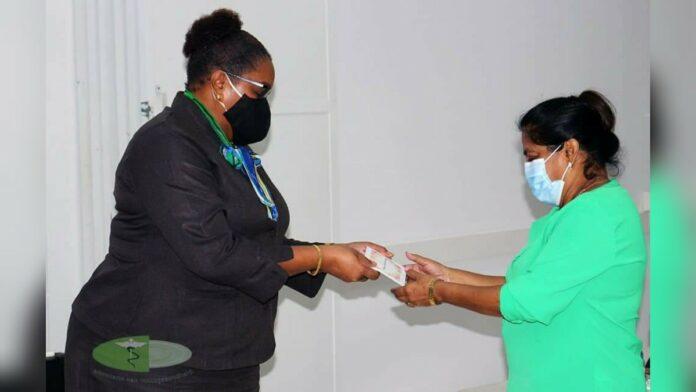 Volksgezondheid overhandigt COVID-protocollen aan zorginstellingen