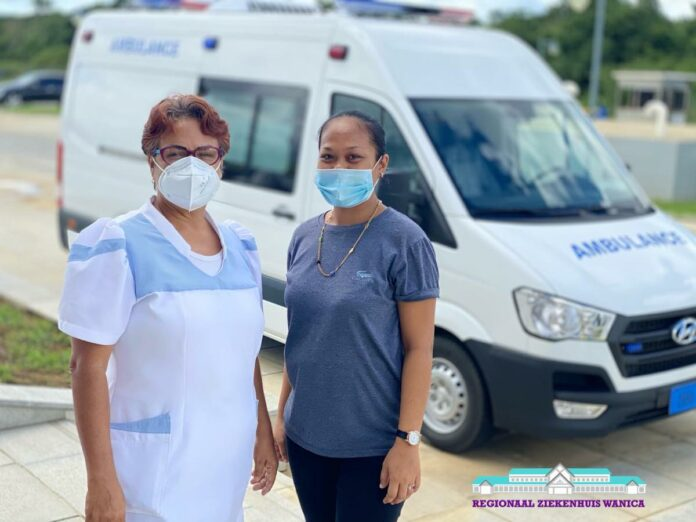 Baby in ambulance van Regionaal Ziekenhuis Wanica geboren
