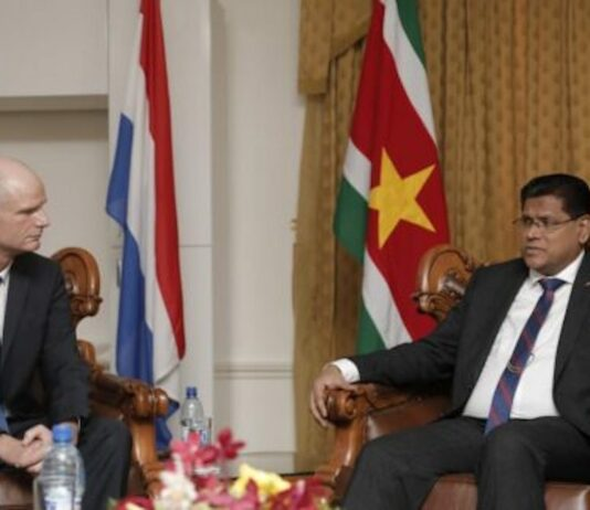 Minister Blok en regering Suriname voeren goede gesprekken