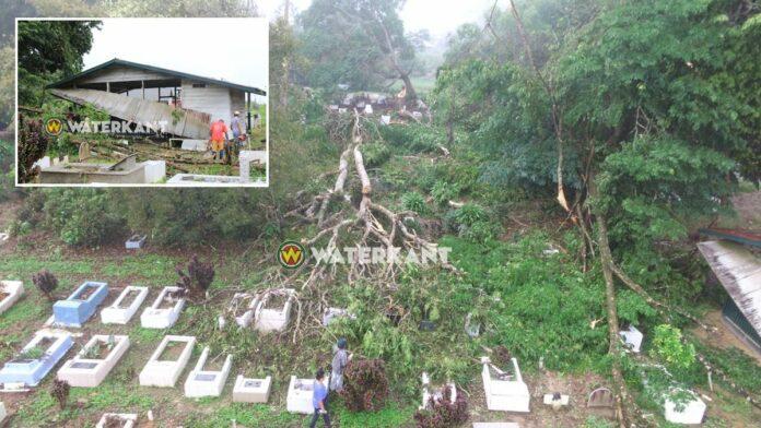 VIDEO: Ravage op begraafplaats na hevige rukwinden
