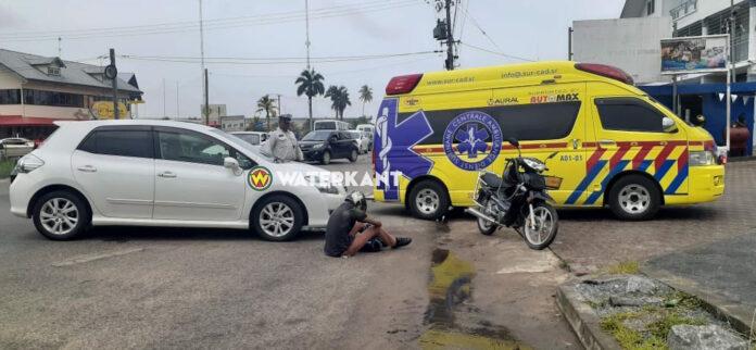 Automobiliste houdt geen rekening met doorgaand verkeer en rijdt bromfietser aan