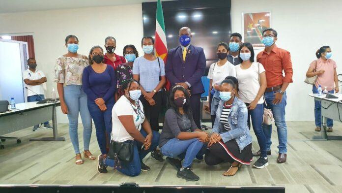 VP Brunswijk geeft tienduizenden US dollars uit aan Cuba studenten
