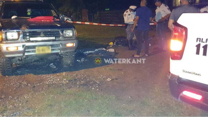 Dode bij aanrijding tussen bromfiets en pick-up aan de Commissaris Weytinghweg