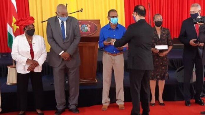 Voortreffelijke Surinamers gedecoreerd vanwege Srefidensi