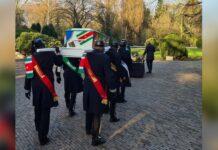 VIDEO: Afscheid van Fred Fitz James op de Kruiskade in Rotterdam