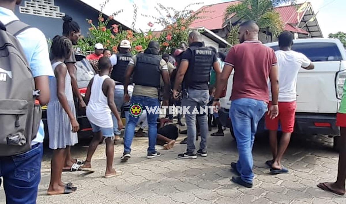 VIDEO: Man gewond afgevoerd na schietpartij aan de Matheusweg