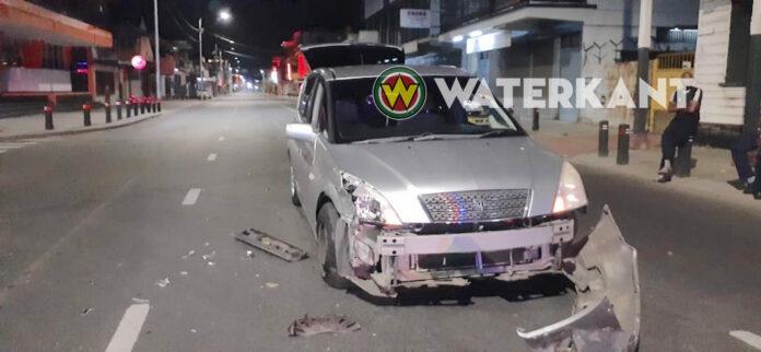 Politiewagen ramt personenauto na inhaalactie