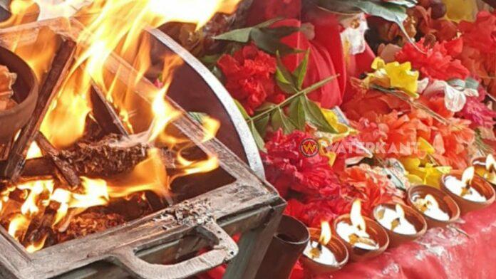 ritueel-met-vuur-bloemen