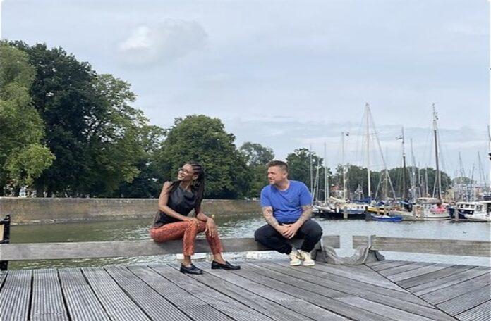 TV: Sylvana Simons op roadtrip met Johnny de Mol