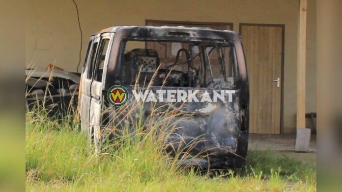 Afgebrand voertuig mogelijke link met ontvoeringszaak Maretraite Mall
