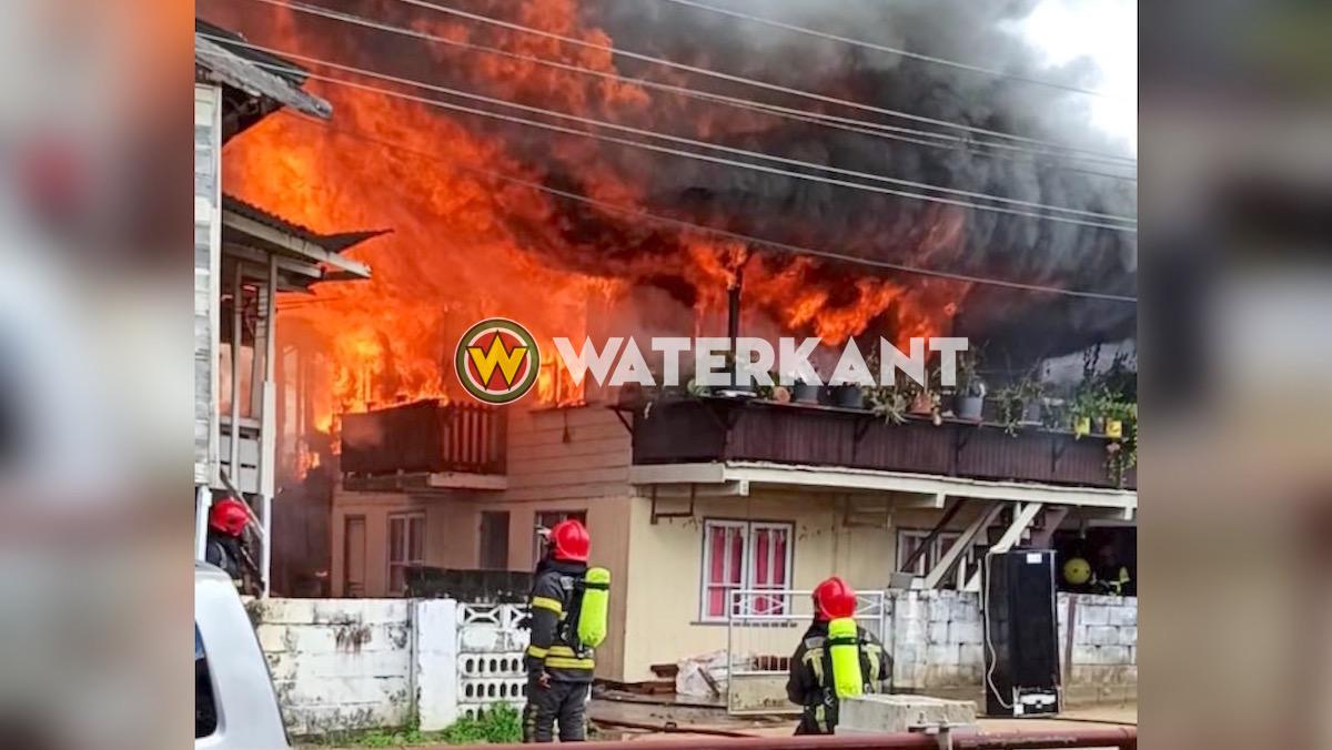Twee woningen in brand gevlogen aan de Duikelaarstraat