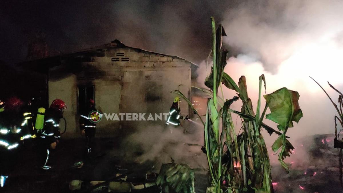 Felle brand verwoest meerdere woningen te Goede Verwachting-2