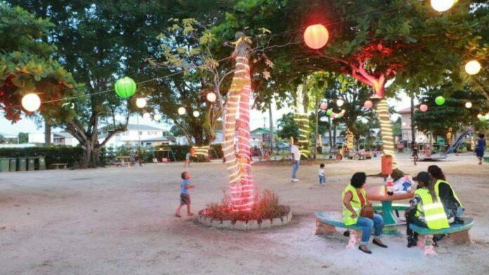 Fernandes plein omgetoverd in Christmas Park