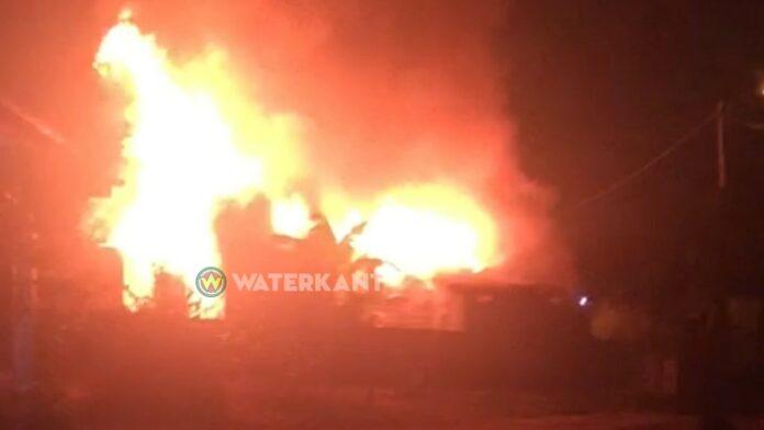 Felle brand verwoest meerdere woningen te Goede Verwachting