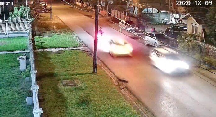 VIDEO: Automobilist doorgereden na zware aanrijding met bromfietser