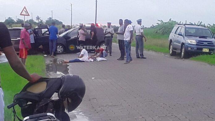 Kindjes gewond na aanrijding tussen twee auto's te Nickerie