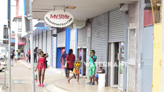 FOTO'S: Niet alle winkels houden zich aan nieuwe regels