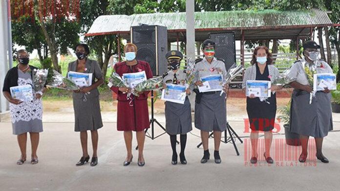 Acht vrouwen van Korps Politie Suriname gedecoreerd