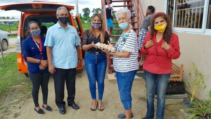 VHP gedenkt kindertehuizen met levensmiddelenpakketten