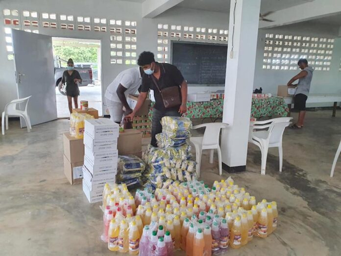 Social Caring Organization sluit jaar af met pakketten-project