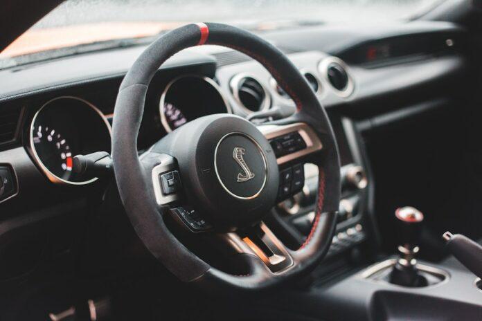 Politie gaat optreden tegen gebruik sirenes of meertonige hoorns in auto's